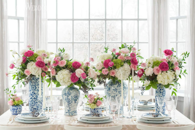 chinese blue and white vases for a wedding theme