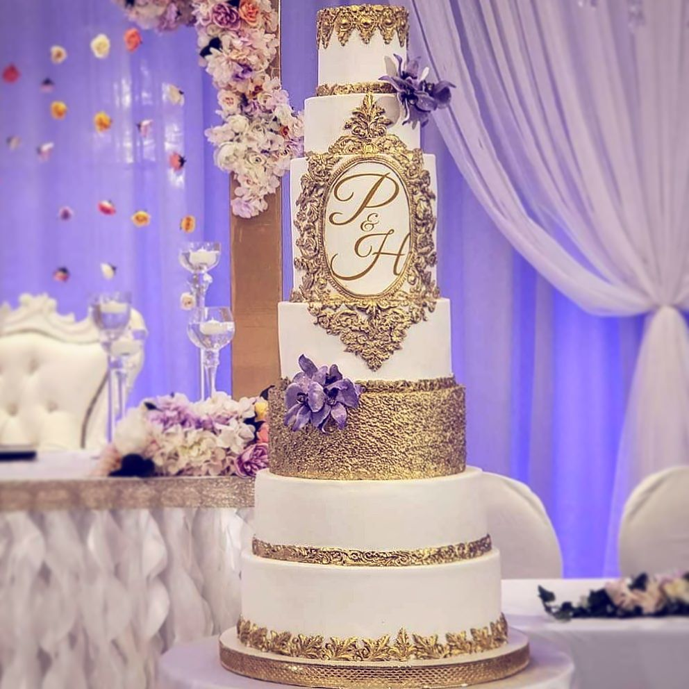 WEDDING CAKE WITH SEQUINS